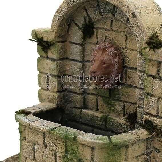 Fuente pequeña cabeza de león