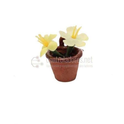Maceta de flores amarillas