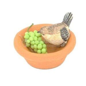 Gorrión picoteando uvas