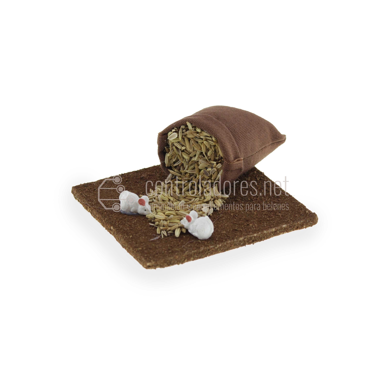 Ratones comiendo en saco