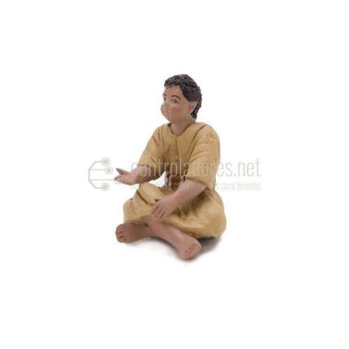 Niño sentado pies cruzados para 11 cm.