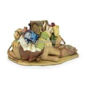 Grupo camellos tumbados cargados