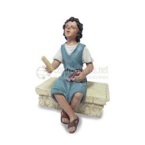 Niño sentado pies cruzados para 19 cm.
