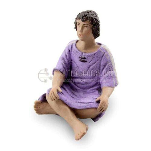 Niño sentado pies cruzados para 14 cm.