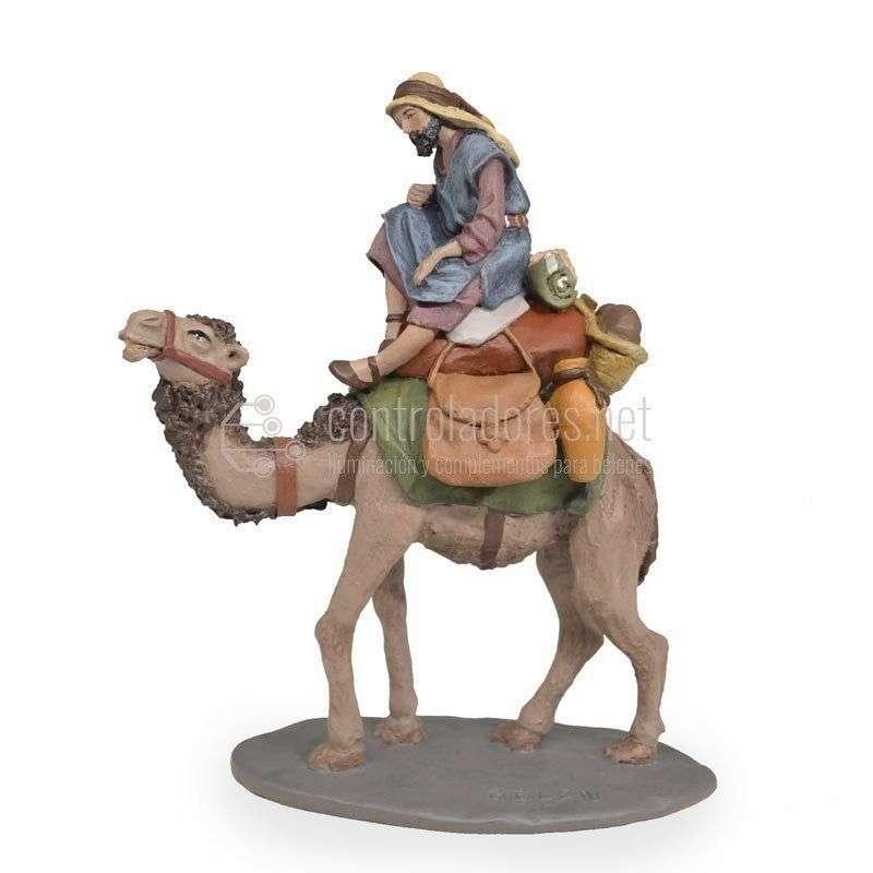 Pastor a camello con carga