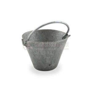 Cuba pequeña de hierro antigua