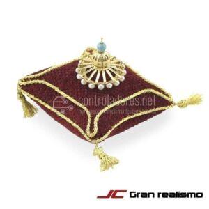 Cojin rojo con corona