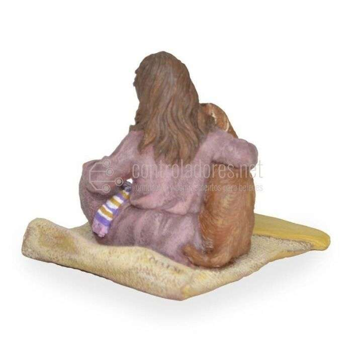 Niña sentada con perrito lamiendo mejilla