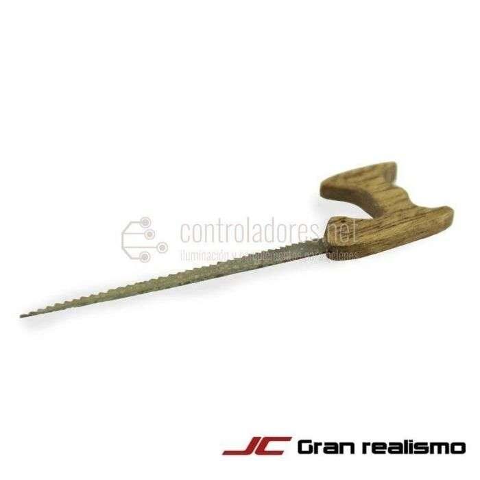 Serrucho de metal y madera pequeño